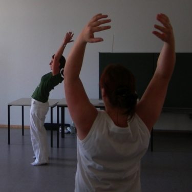 Lecturer Tanja Hemlein demonstrates a KiD exercise